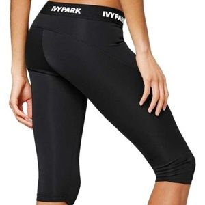 {Ivy Park} Black 'i' Low Rise Capri Act